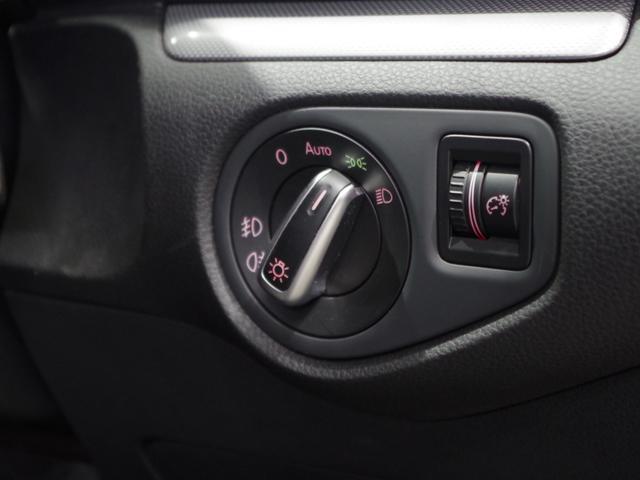 TSI コンフォートラインブルーモーションテクノロジ SDナビ(フルセグ/DVD/CD/ミュージックプレーヤー接続) 後席用モニター 両側パワースライドドア クルーズコントロール 運転席パワーシート HIDヘッドライト 純正アルミホイール ETC(9枚目)