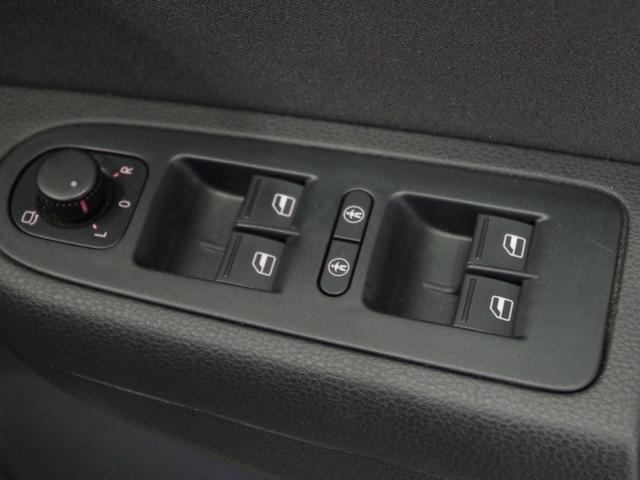 TSI コンフォートラインブルーモーションテクノロジ SDナビ(フルセグ/DVD/CD/ミュージックプレーヤー接続) 後席用モニター 両側パワースライドドア クルーズコントロール 運転席パワーシート HIDヘッドライト 純正アルミホイール ETC(10枚目)
