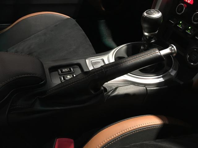 GTリミテッド /6速MT/純正SDナビ/フルセグ/クルーズコントロール/ステアリングスイッチ/ETC/スマートキー/LEDヘッドライト/車高調/TRDフロントスポイラー/TRDブレーキキャリパー/HKSマフラー(15枚目)