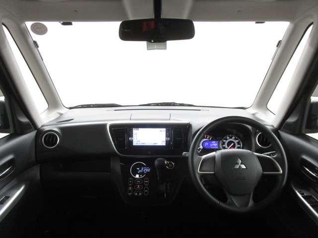 前席全体 目線も高く広い視界で安心して運転する事が出来ます!