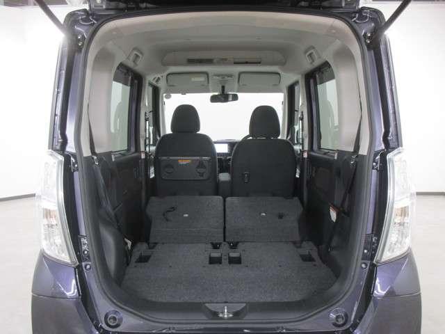 リヤシートを倒すと荷室を広く使えます!開口部も広く積み降ろしもラクラクです!