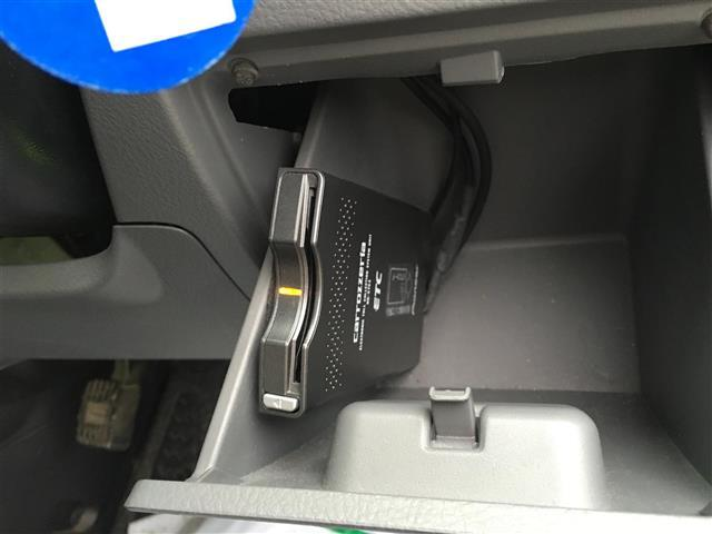 トヨタ ヴォクシー Z煌4WD HDDナビ CD DVD HID ABS ETC