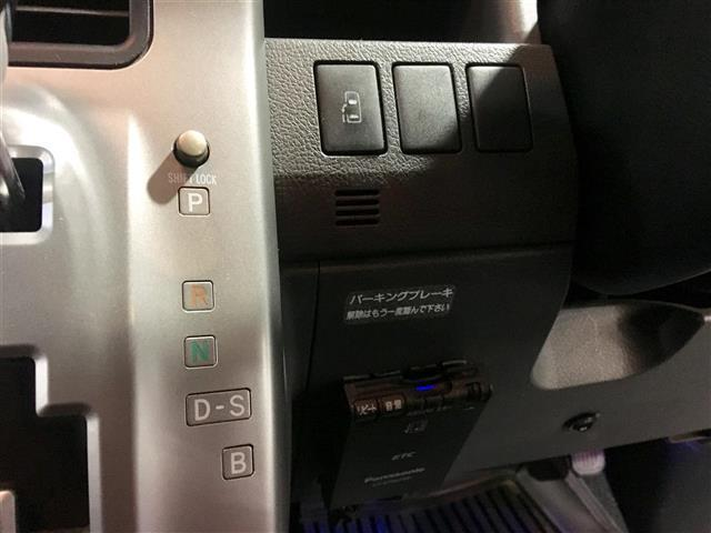 トヨタ ヴォクシー Z HDDナビ ETC スマートキー CD