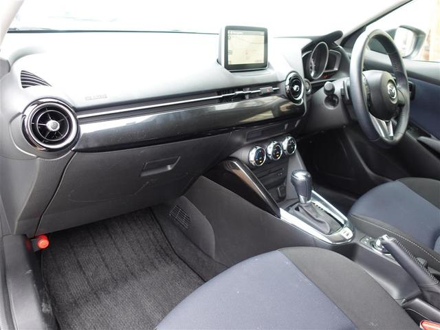 13S 純正ナビ・Bluetooth接続・フルセグTV・バックカメラ・アイドリングストップ・横滑り防止装置・コーナーセンサー・オートライト・電格ウィンカーミラープッシュスタート・スペアキー(7枚目)