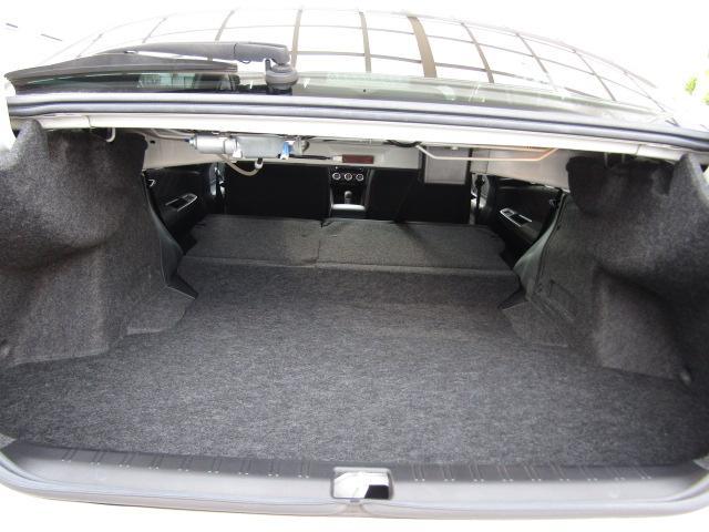 【トランクスルー付き ラゲッジスペース(荷物収容空間)】 ラゲッジスペースも充実しております是非現車をご確認ください。