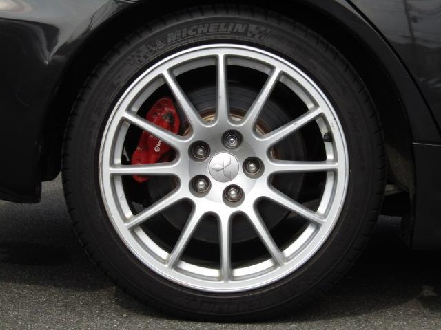 純正18インチアルミホイール タイヤサイズ245/40R18タイヤ溝もまだありますのでご安心下さい。