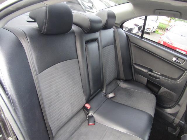 【後部座席も当然、綺麗・清潔!】内装の綺麗なお車は気持ちが良いですしコンディションのよい車が多いです。    ※メールやLINEでのお問合せも可能ですのでお気軽にお問い合わせください。