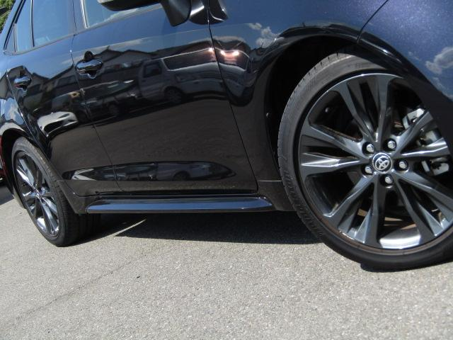 純正アルミホイール タイヤサイズは215/45R17 タイヤ溝もまだまだありますのでご安心下さい。