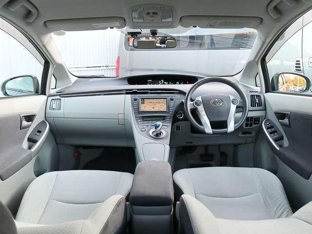 ドライバー目線の画像です☆多少の使用感は有りますがクリーニング済みでシートも焦げ穴やシミ等も無く綺麗な状態です♪
