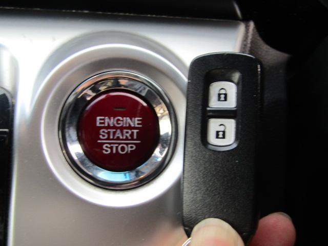 プッシュスタート付き!なんとボタン1つでエンジンのスタート&ストップが出来ちゃいます♪最近の車ってすごいですよね!