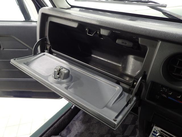 車の書類を入れておくなど収納があると便利ですね。