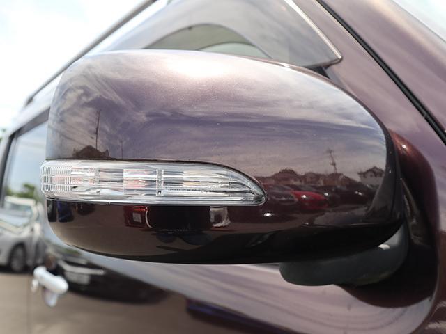 周りの車に、「ウインカー&ハザード」を気付いてもらえる装備です。だから、安全・安心!さらに、最近の装備ですので友達に自慢できますよ。