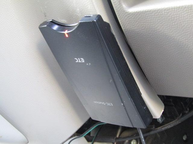 ・片側パワースライドドア・キーレスキー・社外メモリーナビ・フルセグTV・DVD再生・ブルートゥース・ETC・HIDライト・フォグランプ・ドアバイザー・電格ミラー・革調シートカバー(11枚目)