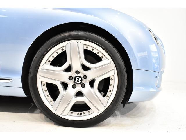 GTコンバーチブル W12 正規D車 ツートンレザー 紺幌(20枚目)
