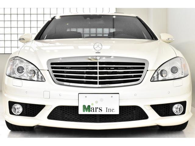 ダイアモンドホワイト/ブラックナッパレザーシート、C(コンフォート)/S(スタンダード)モード付ティップシフト5AT、左ハンドル、正規ディーラー車 、スペアキー、新車保証書、記録簿