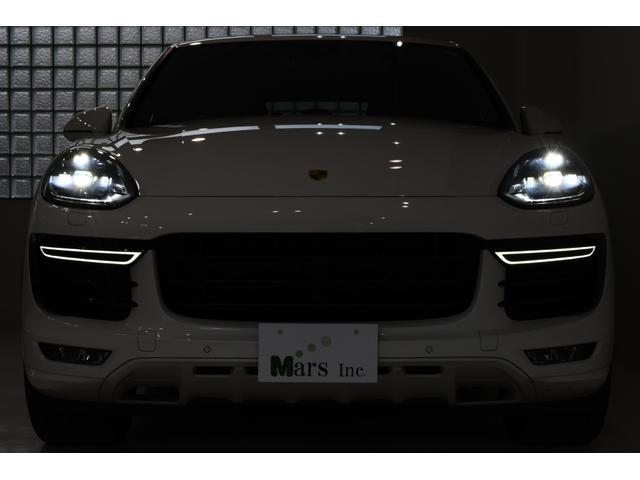 キャララホワイト/レッドレザーインテリア/正規ディーラー車/ティプトロニックS/4WD/スポーツクロノパッケージ/1オーナー/取扱説明書/整備記録簿