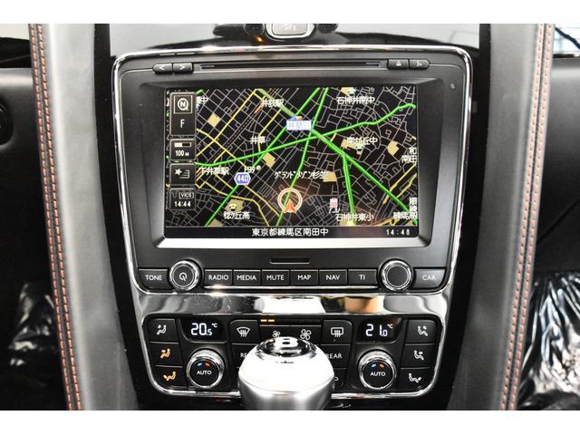 シートヒーター、ブライトリング製センタークロック、カップホルダー、アームレスト、エレクトロニックパーキングブレーキ