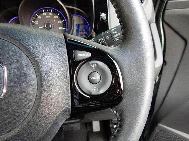 クルーズコントロール付☆アクセルの作動をハンドルのスイッチでコントロール、スイッチオンでアクセルを踏まなくても走ります。高速道路は、コレがあると疲労感が大きく減少されます。