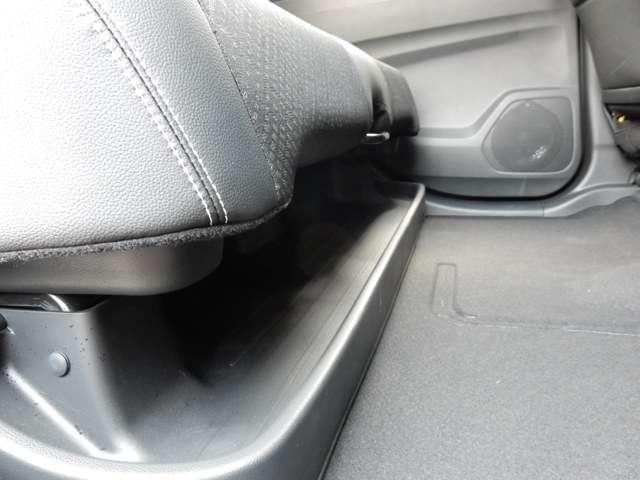 長い傘も、置き靴もシートの下にすっきり収納出来ますよ。