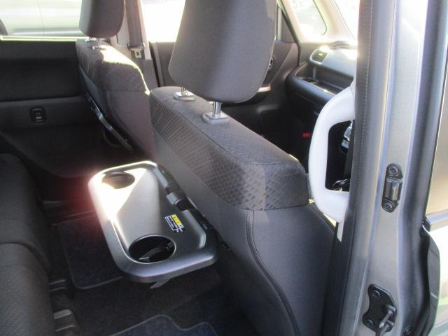 パーソナルテーブルはドライブの休憩時に使えますよ☆ドリンクや軽食を置くことができるのでゆっくり休めますね!