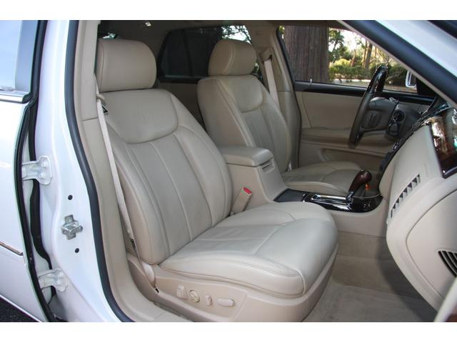 助手席は運転席以上に綺麗に保たれています。