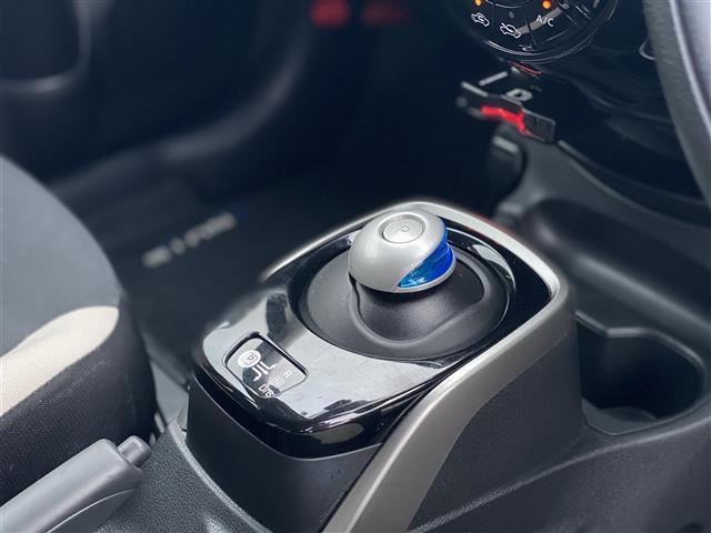 e-パワー X CD・DVD再生/Bluetooth接続/クリアランスソナー/ドラレコ/バックカメラ/オートライト/スマートキー/プッシュスタート/純正フロアマット/純正AW/電動格納ミラー(10枚目)