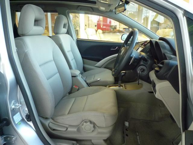 運転席はハイトアジャスター付きなので好みの位置に調整できます