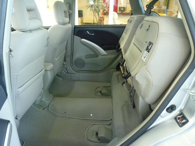 後席座面をチップアップすればタランクとしても使えます