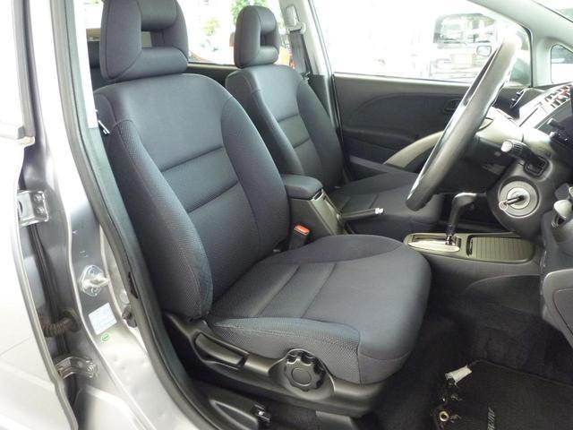 運転席はハイトアジャスター付きです