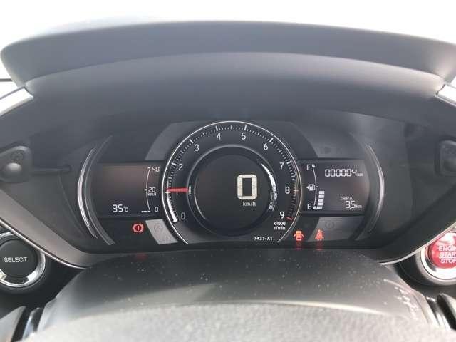 シンプルなメーターになっておりますので走行中も安全にメーターを確認することができるようになっております。