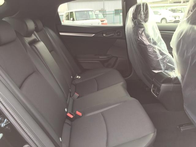 後部座席も大きく乗り降りしやすく、長時間の運転でも快適に過ごすことができます!