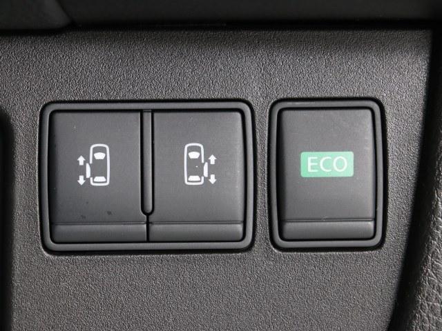 人気の両側パワースライドドア。運転席での操作の他にキーレスでも開閉可能です。