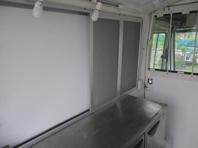 移動販売車 キッチンカー 左大型開口部(9枚目)