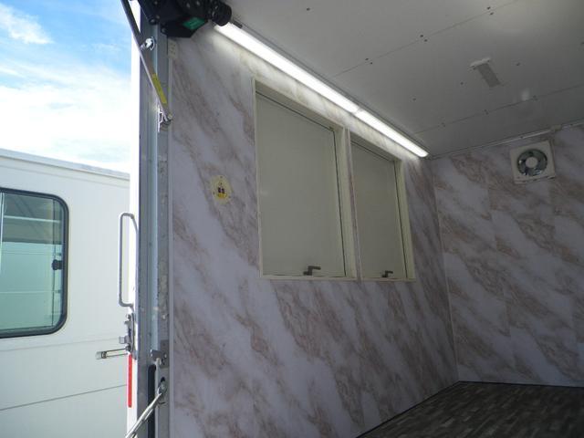 パネルバン 移動販売車 キッチンカー 左右開口部 換気扇照明(9枚目)
