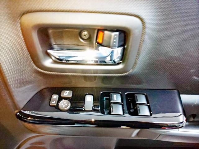運転席ドアのスイッチ類。