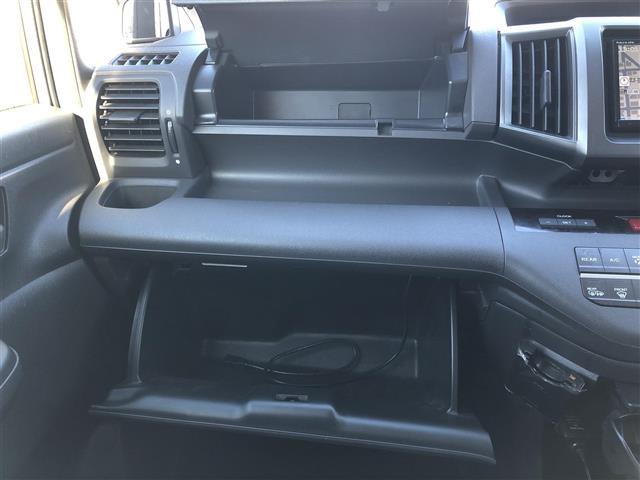 G 4WD フルセグナビ フリップダウンモニター DVD BT キーレスエントリー ETC(14枚目)