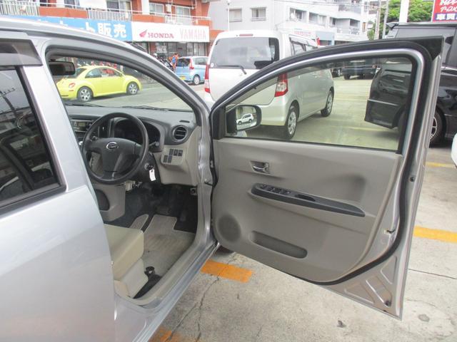 運転席側の内張りです!目立つキズや汚れは特にございません!