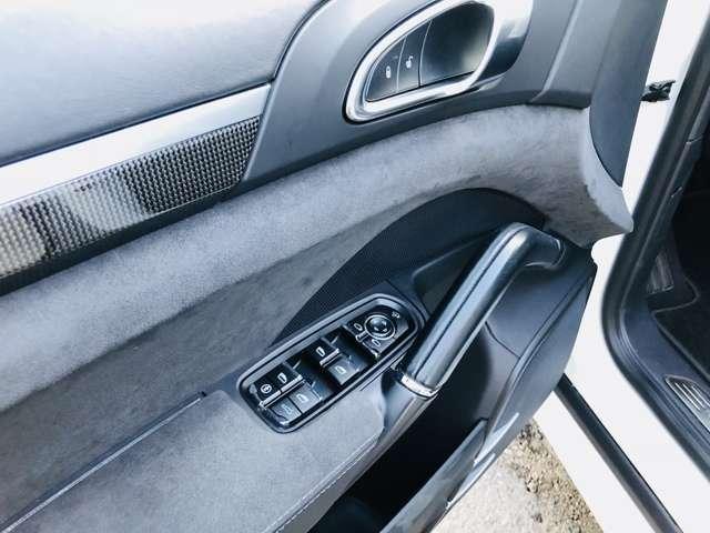 ポルシェ ポルシェ カイエン GTS サンルーフ レザーシート D車