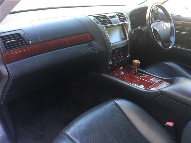 レクサス LS 600hL 4WD サンルーフ 革シート ETC HDDナビ