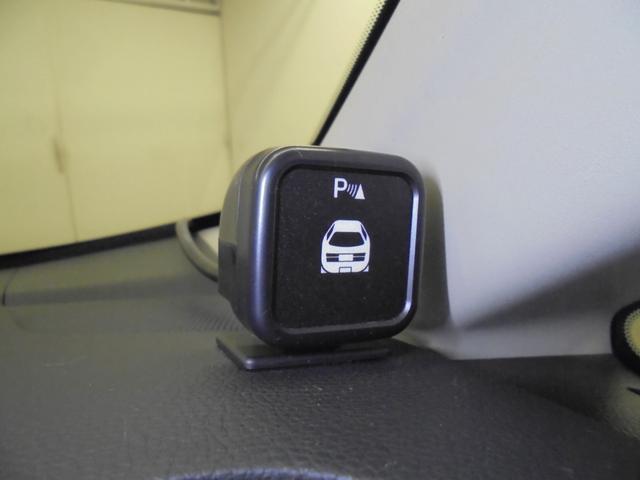 コーナーセンサーが装備されているので障害物との距離を検知し、近づくとアラーム音で知らせてくれるので安心です!!(センサーは、前方のみの装備になっています。)