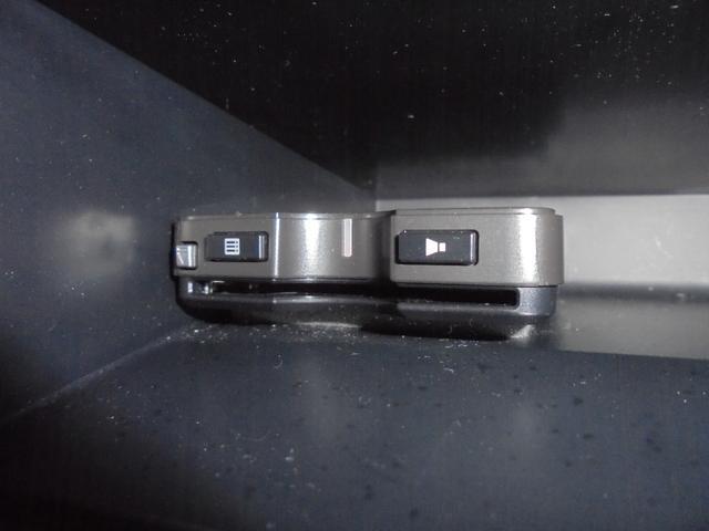 1.8X Lパッケージ ワンオーナー セーフティセンス 社外メモリーナビ クリアランスソナー 革巻きステアリング ETC フォグランプ ドアバイザー ライトレベライザー スマートキー(9枚目)