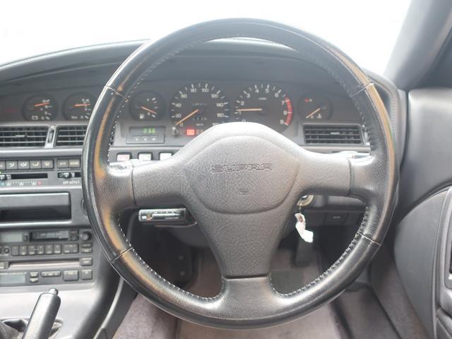 ディーラーにておこなわれた整備点検記録簿も定期的に多くの枚数があり、メンテナンスが行き届いたお車です