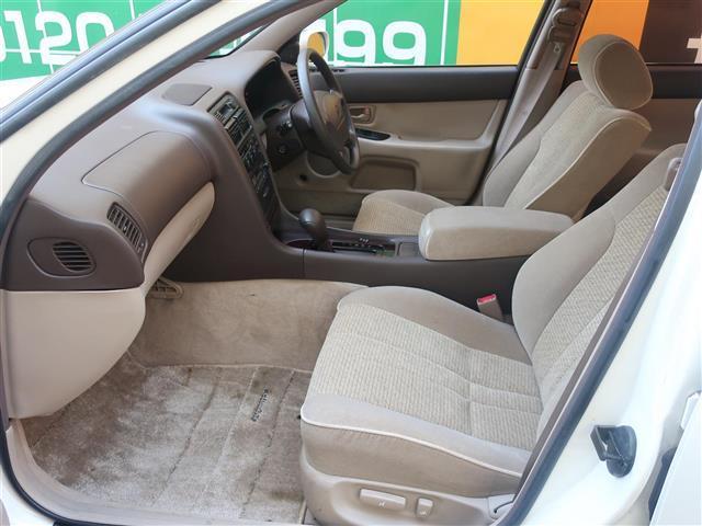 前席にはパワーシートも装備されているのでお好みのシートポジションに微調整が可能です