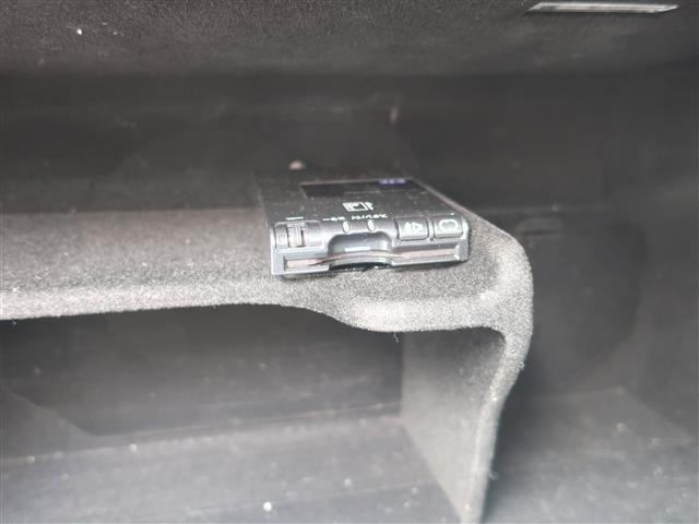 ダブルウィッシュボーン式エアスプリング搭載で路面からの振動も少なく乗り心地も抜群です