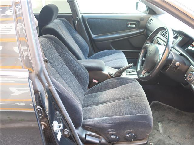 一番使う運転席ですら、使用感の少ないキレイな状態です