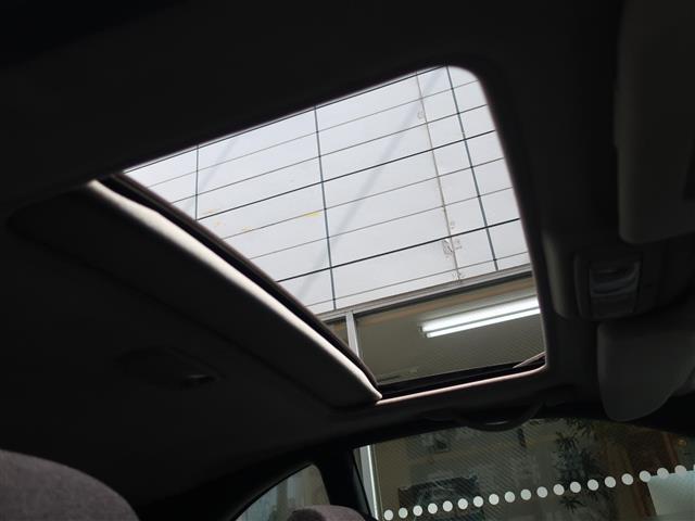 サンルーフが付いているので、明るく開放感のあるドライブをお楽しみいただけます
