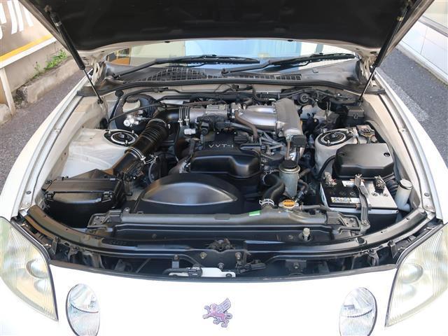 直列6気筒VVT-iエンジン搭載で、気持ちの良い加速感を味わえます