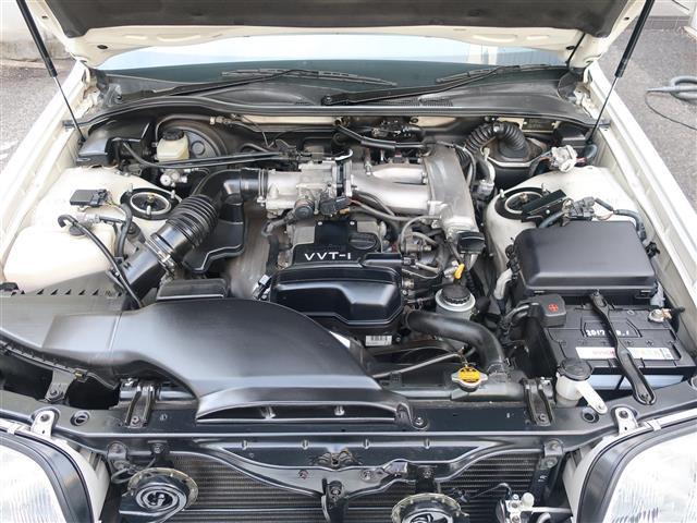 直列6気筒・2JZエンジン搭載でスムーズな加速が体感できます