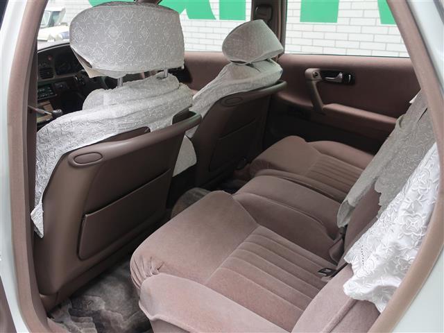 最高級乗用車らしく後席は広々とした空間になっております