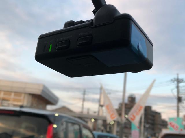 カーナビ連動のドライブレコーダーもしっかり装備!走行中はもちろん駐車中もあなたにかわってしっかり監視!